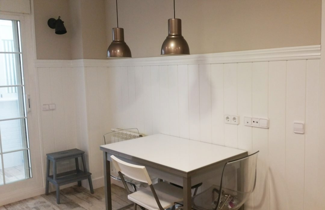 cocina forrada madera blanca