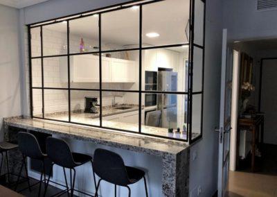 Cerrajería Metálica (carpintería metálica de hogar) en blanco y negro en diferentes proyectos