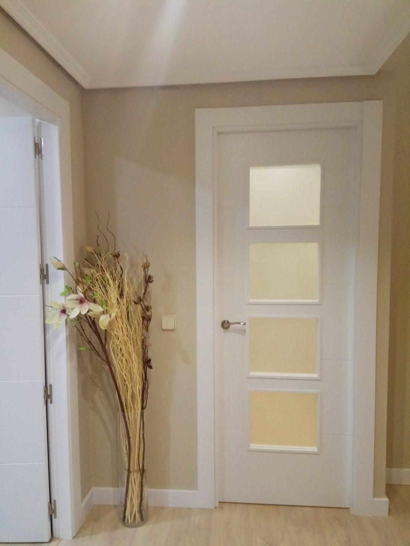 Puerta Interior lacada con cristalera