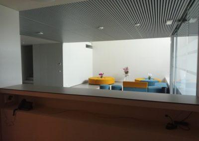 Reforma M Hermida, office, baños, cabinas sanitarias, recepción.