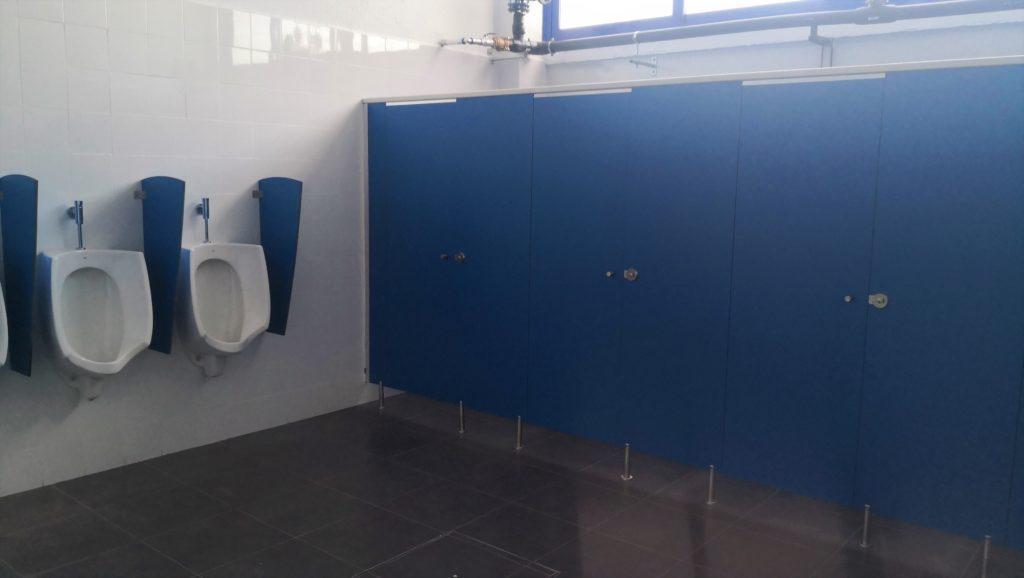 Cabinas sanitarias azules