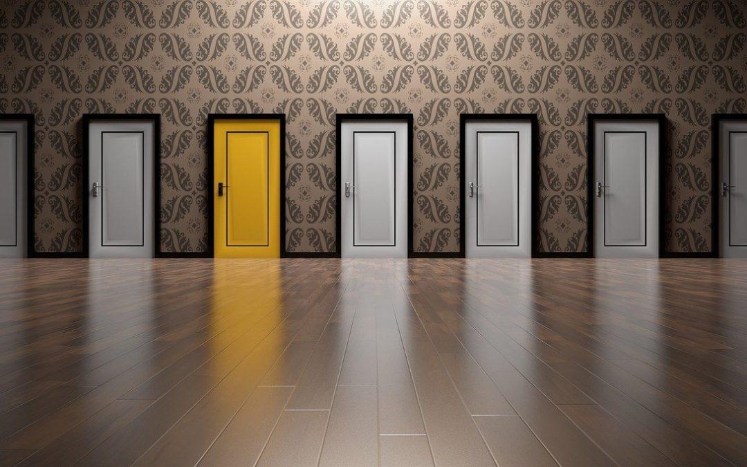 puertas de interior lacadas en blanco y amarillo
